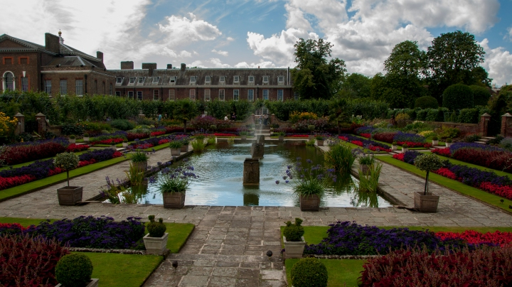 The water garden with Kensington Palace in the background