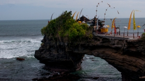 There is a second temple across a cliff bridge in the Tanah Lot complex